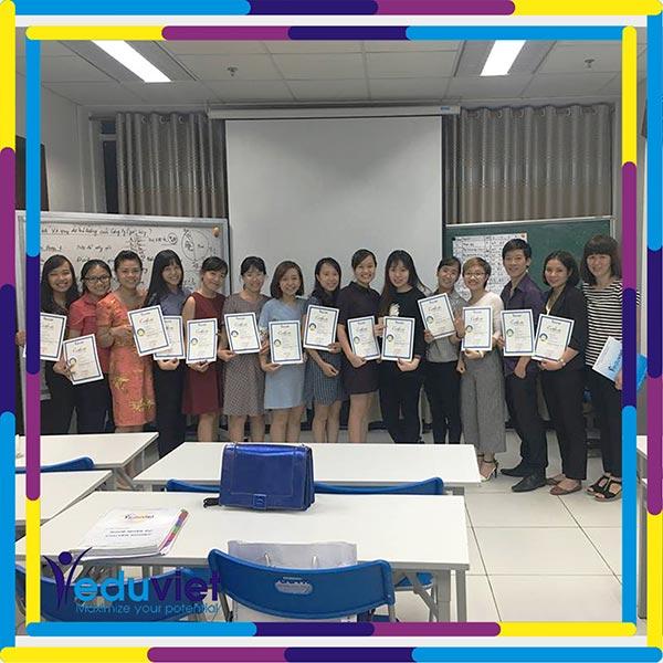 Bế giảng lớp Nghề nhân sự K81