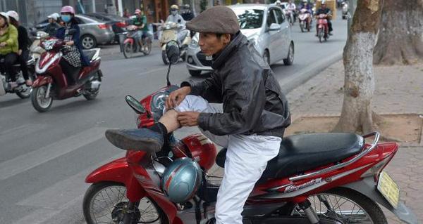 Bác xe ôm Việt lên báo Tây tâm sự chuyện làm ăn khốn khó thời Grab, Uber