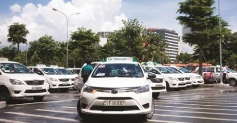 Khi ông chủ Vinasun bán bưởi trên taxi…