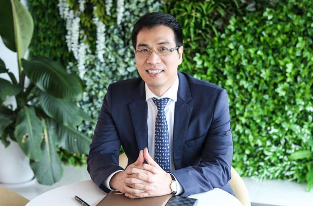 Tiến sĩ Nguyễn Thế Vinh, Đại biểu Hội đồng nhân dân Thành phố Hà Nội, Uỷ viên Quốc gia Uỷ ban Kỹ thuật quản trị nhân lực, Tổ chức ISO Geneva