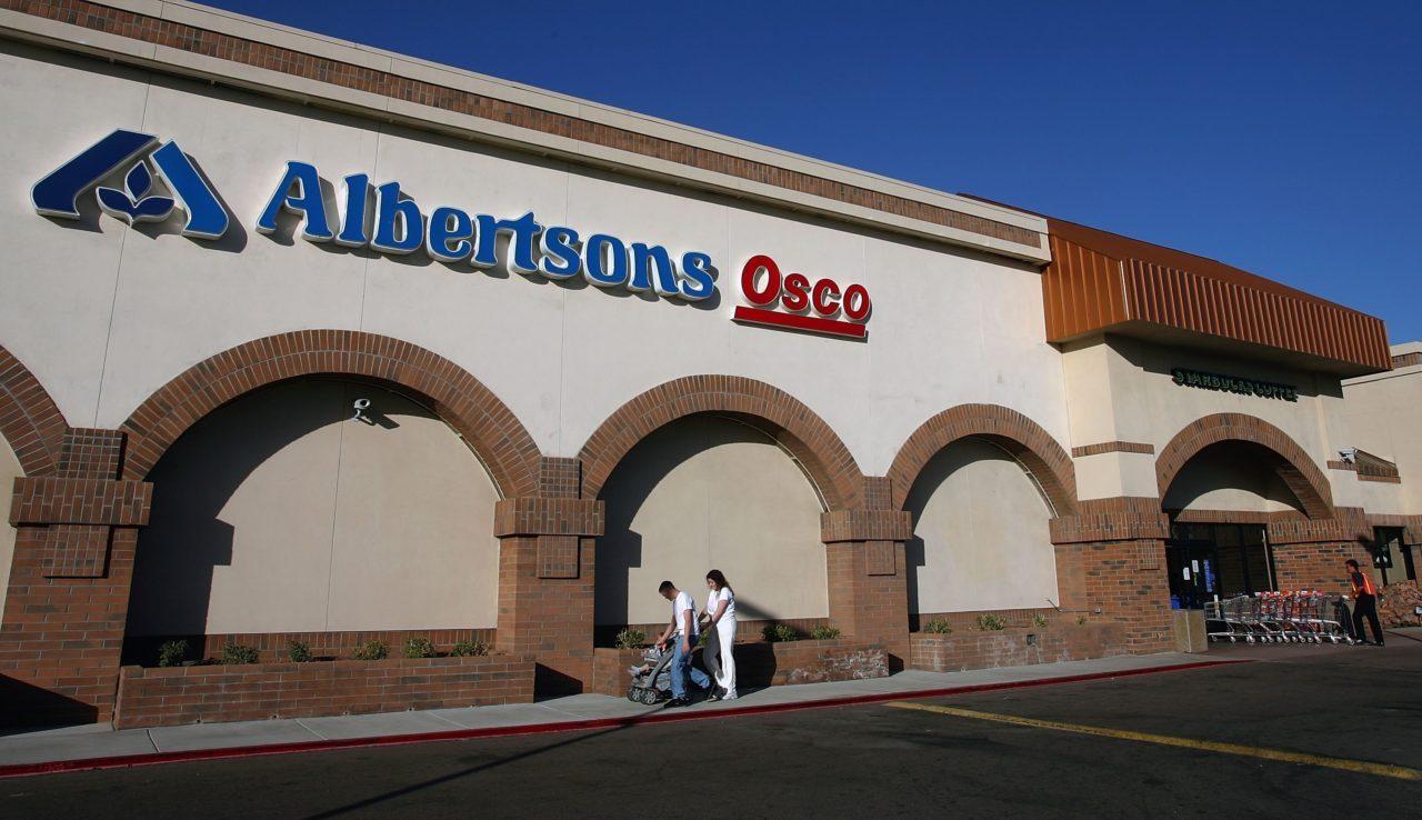 Phụ nữ da đen ở Irvine đi kiện vì bị nhân viên chợ Albertson nghĩ dùng food stamps