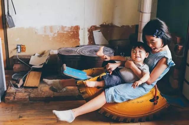 Hai đứa con xinh xắn của cô Hirata (Ảnh: Sina)