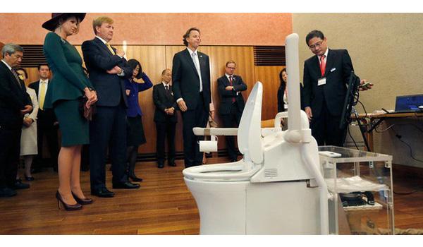 Ở Nhật Bản, giám đốc cũng phải đi cọ toilet! Lý do là…