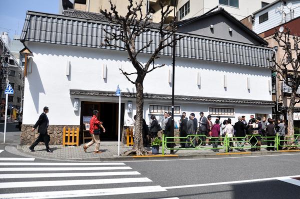 Quán ăn Nhật 250 năm tuổi chỉ bán 1 món cơm gà, ngon tới nỗi khách hàng tình nguyện xếp hàng 4 tiếng để được vào ăn