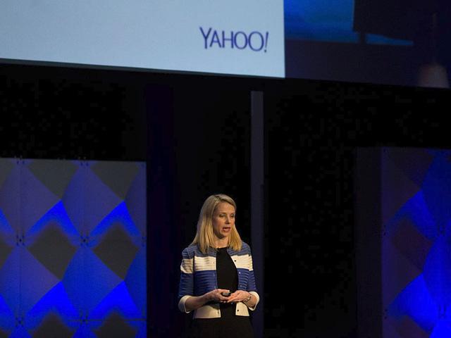 Ảnh hưởng của scandal đánh mất thông tin sau đó khiến mức giá bị giảm xuống chỉ còn 4,48 tỷ USD, và thỏa thuận được chính thức áp dụng vào ngày 15/6/2017. Nhưng điều quan trọng nhất đó là Mayer sẽ bước xuống khỏi chiếc ghế CEO của Yahoo. Thỏa thuận đã được thực hiện, kỷ nguyên mang tên Mayer của Yahoo đã qua, và kỷ nguyên của Verizon chính thức bắt đầu. Đi kèm với đó, kỷ nguyên lên ngôi và sụp đổ của Marissa Mayer đã hoàn tất.