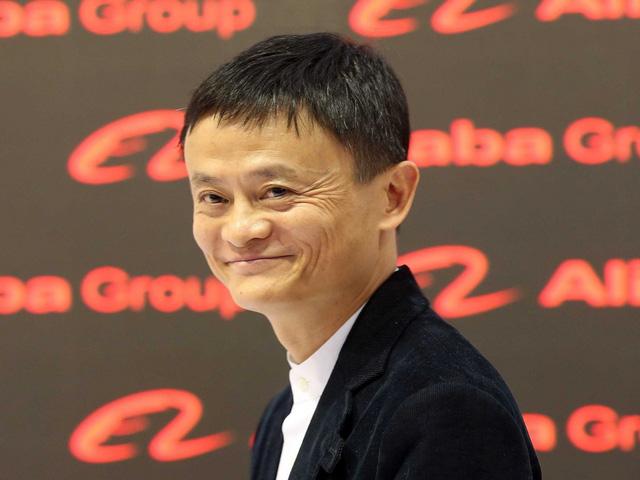 Vào năm 2014, Yahoo đón nhận tin vui khi công ty Alibaba tiến gần cột mốc quan trọng trong đợt phát hành cổ phiếu đầu tiên, với hy vọng sẽ bán ra số cổ phiếu trị giá hơn 15 tỉ USD. Yahoo lúc bấy giờ sở hữu đến 24% số cổ phiếu của Alibaba và dự định sẽ bán ra 40% trong số đó để thu lại ít nhất 10 tỉ USD làm đòn bẩy trong hy vọng hồi sinh Yahoo.