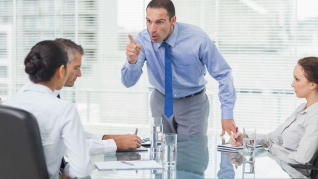 4 dấu hiệu chứng tỏ sếp là nguyên nhân chính khiến không khí làm việc căng thẳng, độc hại với mọi nhân viên - Ảnh 2.